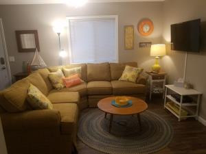 Fully furnished and ready to be your home away from home near Lexington.